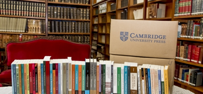 Doação da Cambridge University Press à Biblioteca Francisca Keller